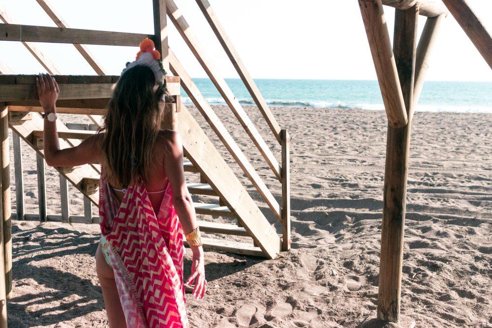 Whitney's Wonderland Costa Rican and UK Top Fashion Blogger wears Madre Perla mermaid shell crown and Maaji long kimono