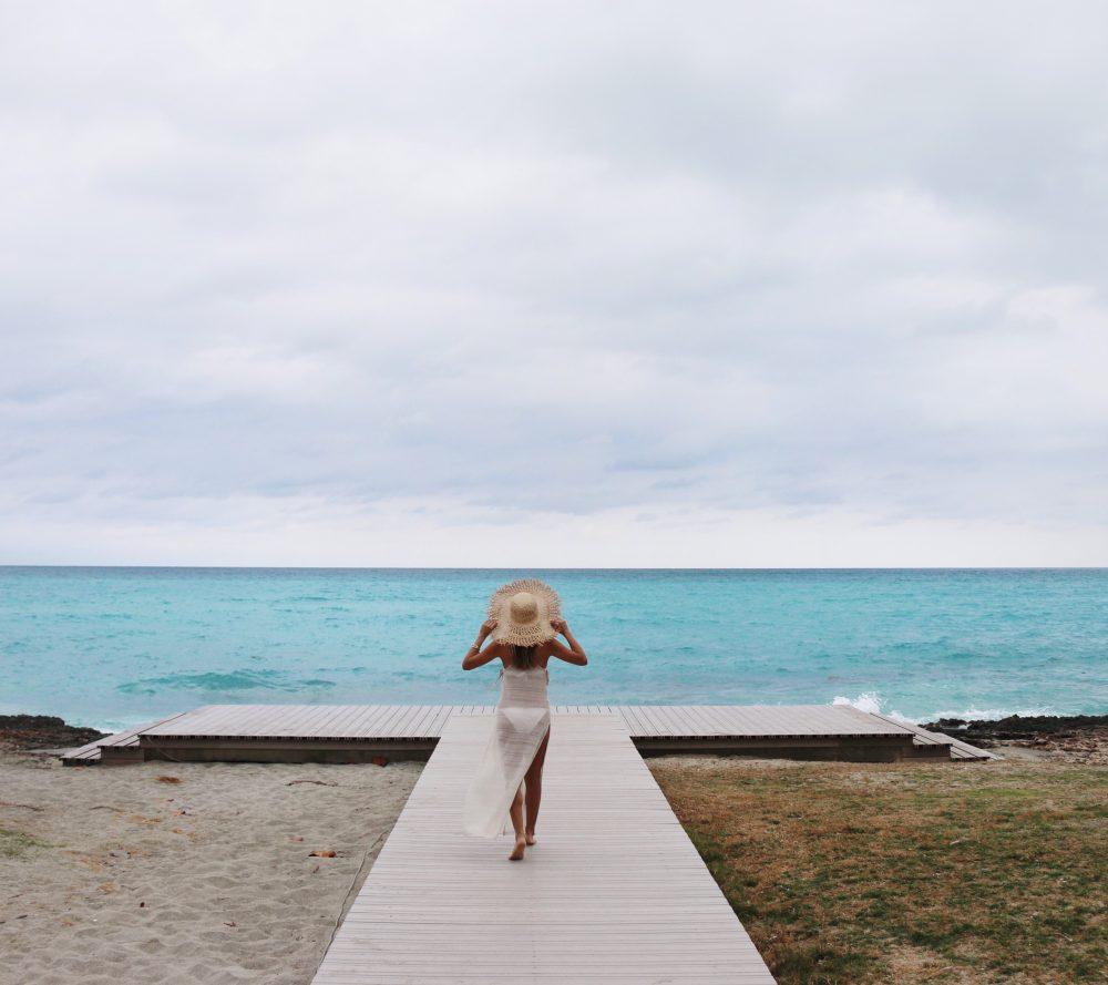 Whitney's Wonderland UK Top Luxury Fashion & Travel Blogger wears Billabong cover up in Vardero, Cuba