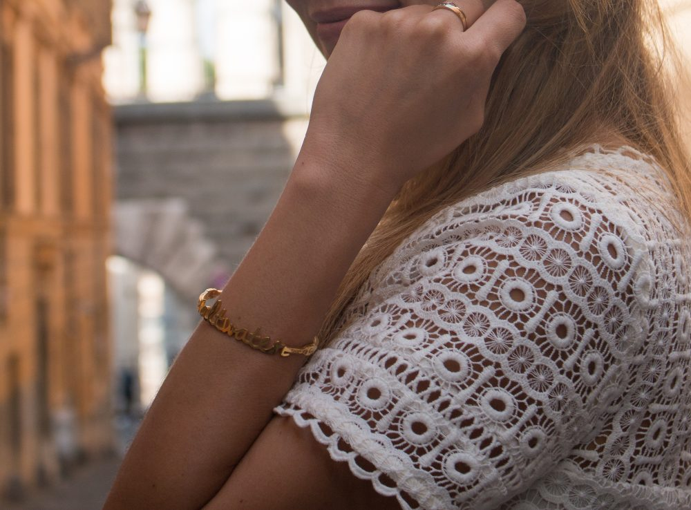 Whitney's Wonderland UK Top Luxury Fashion Blogger wears Wanderlust and Co saltwater bangle